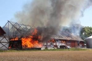 İsveç'te uçakları durduran feci yangının ilk görüntüleri