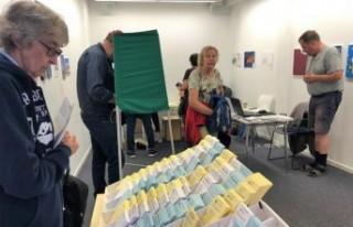 İsveç'te halk erken seçim istiyor