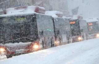 İsveç'te yoğun kar hayatı olumsuz etkiliyor