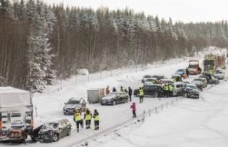 İsveç'te zincirleme trafik kazası