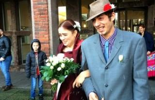İsveçli kadın aşık olduğu Romanyalı dilenci...