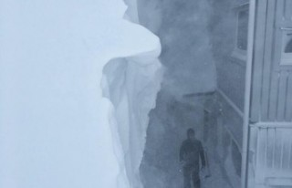 İsveç'in o kasabasına 4 metreye yakın kar...