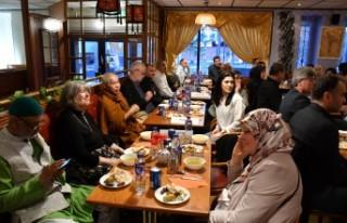 İsveç'te Müslümanlar ve Hristiyanlar iftarda...