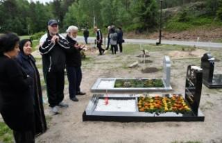 İsveç'teki Müslümanlar Arife Günü Mezarlıkları...