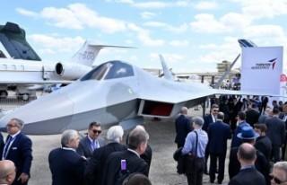 Türkiye'nin ilk milli savaş uçağı görücüye...