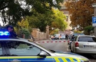 Almanya'da sinagog önünde silahlı saldırı:...