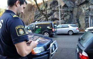İsveç'te polis şüphelenin cep telefonunu...