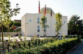 Terör örgütü yandaşları Almanya'da cami...