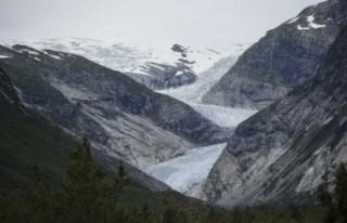 Buzullar riskli şekilde erimeye devam ediyor