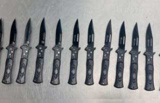 Gurbetçinin 12 tane savaş bıçağı gümrüğe...