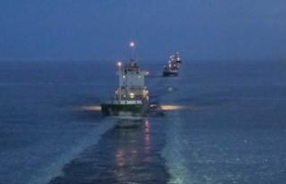 İsveç'te buz tutan denizlerde özel gemiler...