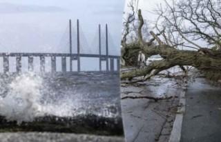 İsveç'te fırtına: Dalgalar köprüyü aştı...