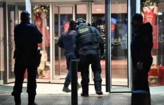 İsveç'te polis bomba ihtimaline karşın alışveriş...