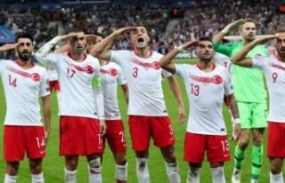 UEFA, 'asker selamı'yla ilgili kararını...