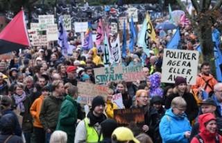 Malmö'de binlerce kişi iklim için bir araya...