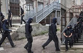 400 Alman polisi Camiye operasyon yaptı