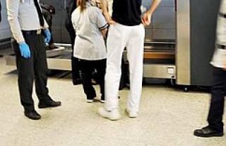 5 yaşındaki çocuğu valize sakladı
