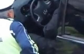Bulgar polisi rüşvet alırken kameraya yakalandı...
