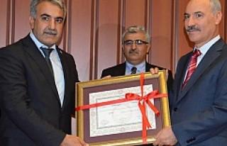 Dr. Abdullah Ağralı, milletvekilli mazbatasını...