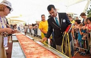 Dünyanın en uzun pizzası yapıldı