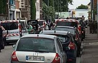 Fransa'da kiliseye kanlı saldırı: Papazın...