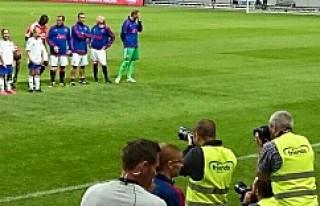 Futbolun efsaneleri İsveç'te karşılaştı