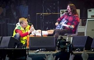 Göteborg'de Sahnede Ayağını Kırdı, Konsere...