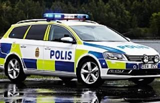 Göteborg'da polis araçlarına saldırı!