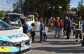 Handen'de 'Açık Cami Günü'ne polis...