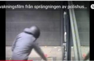 Helsingborg'da polis karakoluna bomba böyle...
