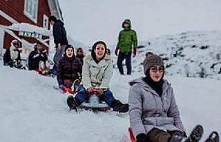 İsveç'e yerleşen mültecilerin kar keyfi