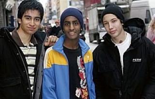 İsveç Nüfusunu Göçmenler Artıracak