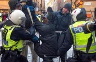 İsveç'te 500 ırkçı göstericiyi 500 polis...