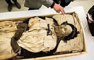 İsveçli başpiskoposun mezarından bakın ne çıktı...VİDEO