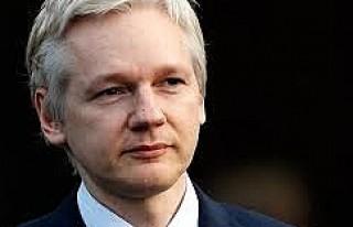 İsveç'te Cinsel Tacizle Suçlanan Assange'ın...