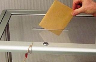 İsveç'te oy kullanma süresi 3 saat daha uzatıldı