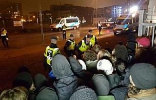 İsveç'te Roman Mahallesine Polis Baskını