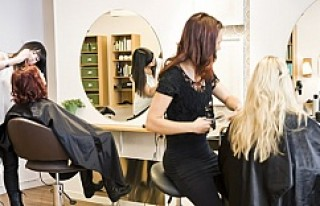 İsveçli kadın müşteri kuaförü canından bezdirdi!