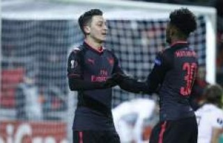 Mesut Özil'li Arsenal, Östersunds'u Farklı...