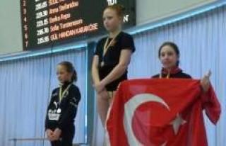 Milli Yüzücülerimiz İsveç'te 4 Madalya Kazandı