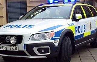 Polis, Märsta'da eli bıçaklı bir kişiyi...