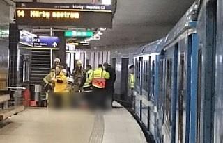 Slussen'de trenin altında kalan bir yolcu yaralandı