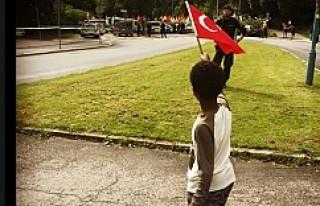 Somalili çocuk, Türkiye'yi İsveç'te...