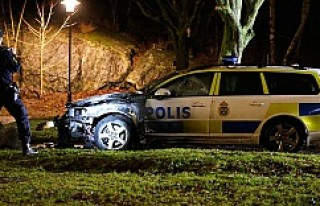 Stockholm'de Polis arabasını yaktılar...VİDEO