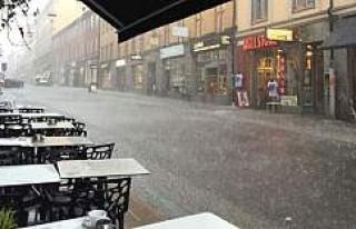 Stockholm'de Şiddetli yağmur sonrası iş yerlerini...