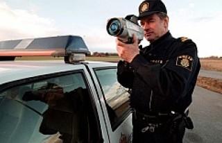 Stockholm'de trafik kontrolü: 4 sürücünün...