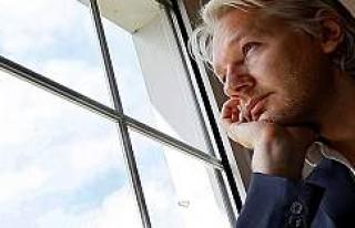 Stockholm Mahkemesi'nden Assange'ra Kötü...