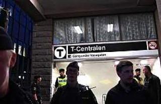 Stockholm Metrosunda dehşet: Bir Kişi Trenin Altına...