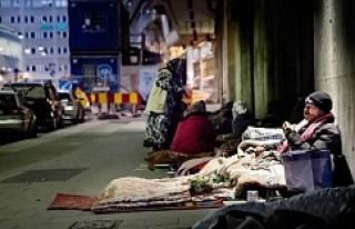 Stockholm'ün merkezinde eksi 4 derecede yatan dilenciler...VİDEO