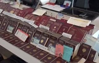 Tanesi 100 bin krona satılmak üzere 1050 pasaport...